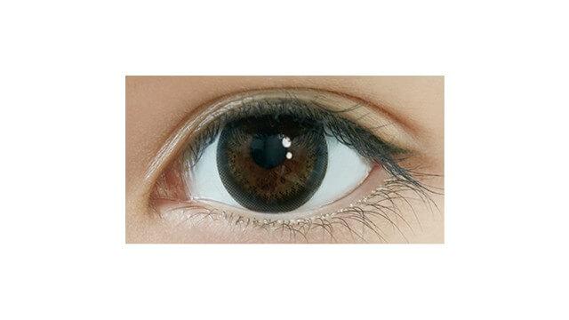 ワンデーアイレリアルUVトーリック ブラックCYL-0.75の装着画像・レンズ画像・パッケージ箱画像レポ