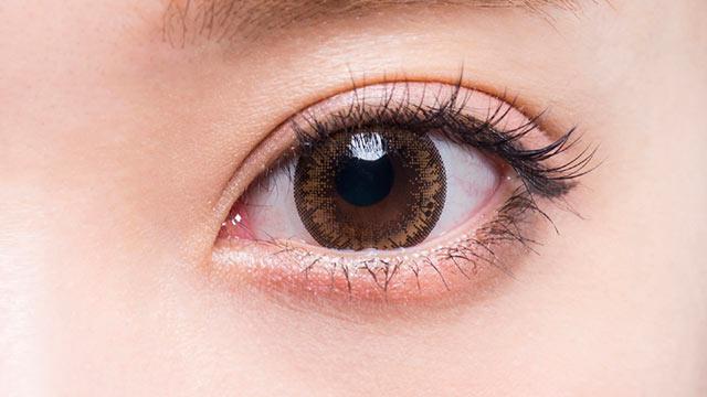 フラワーアイズワンデークロッシェ クインスブラウンの装着画像・レンズ画像・パッケージ箱画像レポ